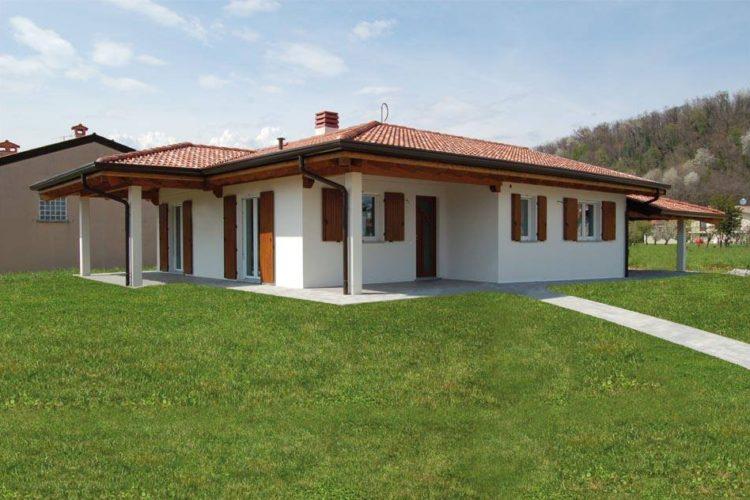 Casa a un piano con spazi esterni