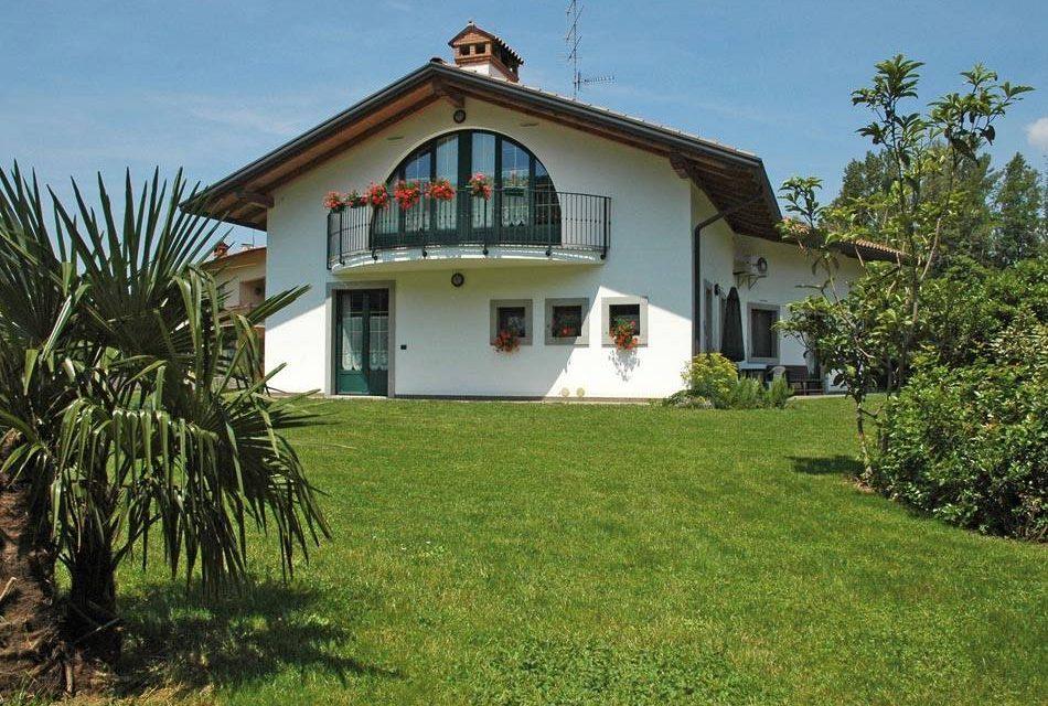 Casa a 2 piani stile rustico