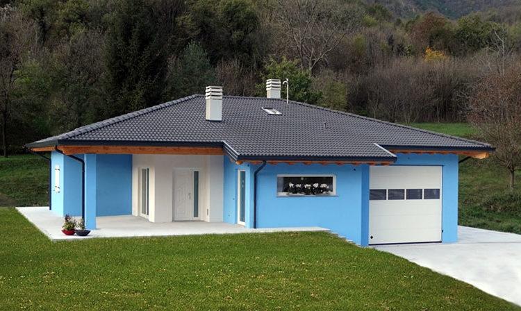 Casa monopiano con rimessa