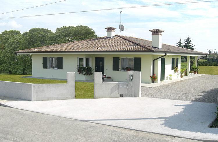 Casa monopiano dimensioni medio-grandi