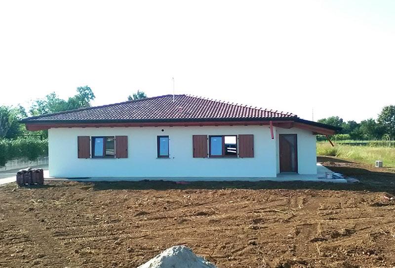 Casa monopiano di medie dimensioni