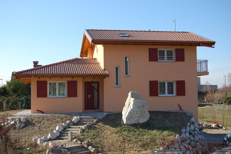 Casa su due piani di ampia metratura