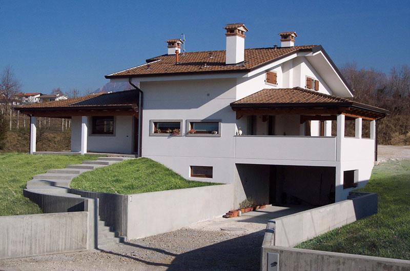 Casa a volumi sfalsati